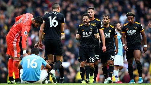 El Wolverhampton pone al Manchester City contra las cuerdas (0-2)